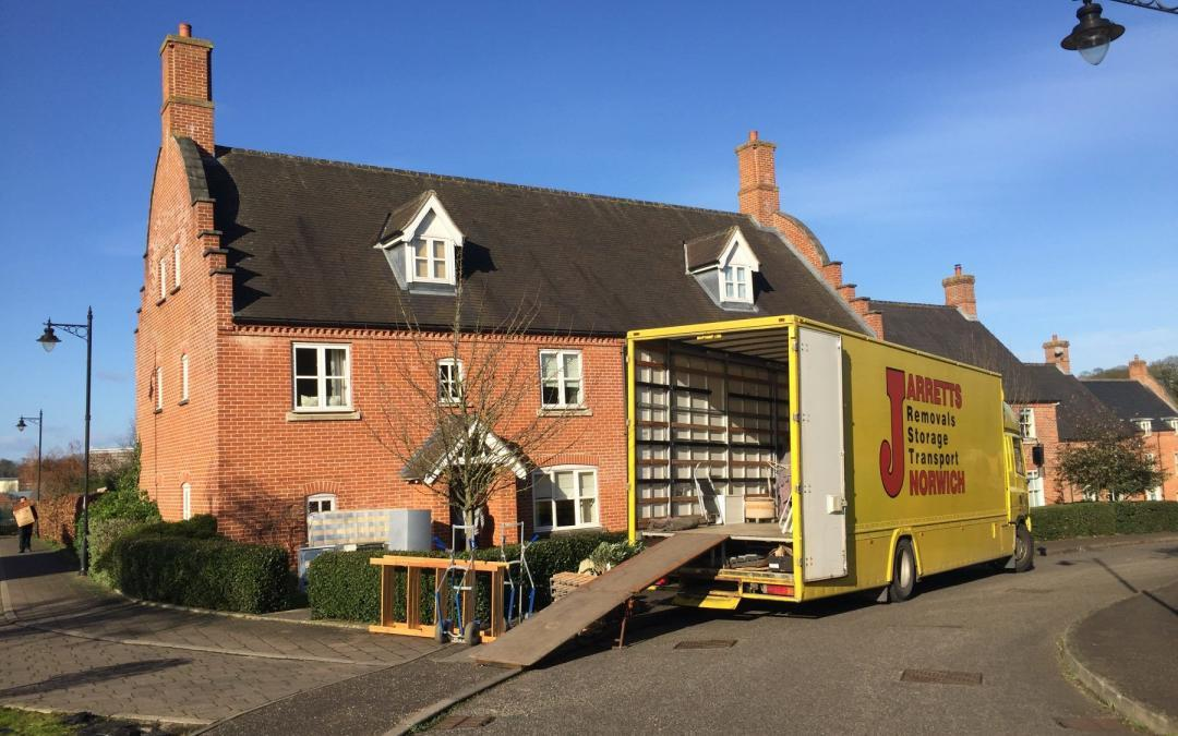 Moving Home Yourself vs. Hiring a Removals Team